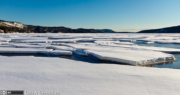 Isflak ved stranda på Gjerdal den kalde vinteren 2010-2011