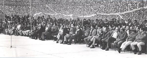 הקהל ממתין: לאחר הפתיחה הרשמית, אני מציג את הקיים ביום הפתיחה