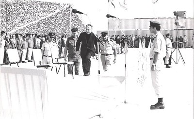 שר הביטחון פרס, מוטה גור ובני פלד בטקס פתיחת הבסיס