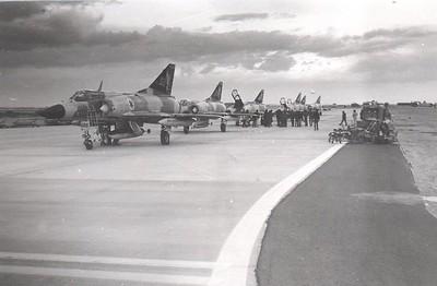 הגעת מטוסי טייסת  253: התחלת מסדר פתיחת הבסיס דצמ' 1976