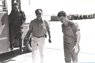 ביקור בשלבי בניית הבסיס: שר הביטחון שמעון פרס וקותי אדם