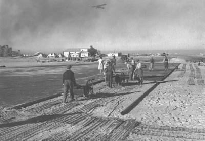 1938 - סלילת המסלול בשדה דוב