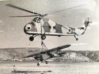 מסוק S 58  ניסוי הרמת פיפר במתלה מטען, הטייס אמיתי חסון
