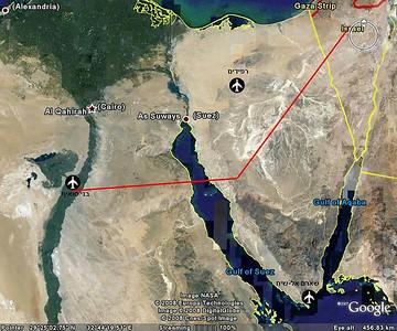"""ה-7 באוקטובר, היום השני למלחמה - את היום פותחים בתקיפת שדה התעופה בני סואיף שבמצרים ומוצב המכ""""ם הסמוך. """"ארמדה"""" של 8 מטוסים עמוסי פצצות עושה את כל הדרך לעומק מצרים. (מתוך האוסף של יוסי יערי) ."""