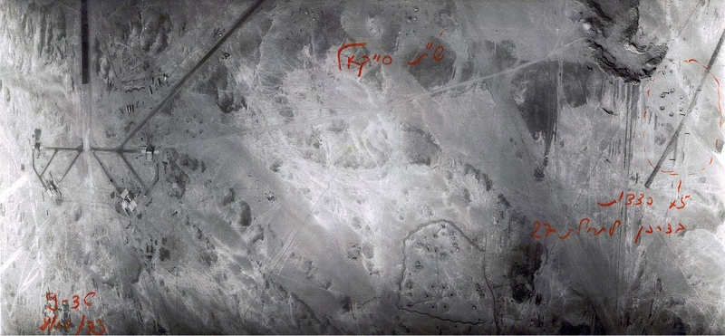 ה-8 באוקטובר, היום השלישי למלחמה - פגיעות בשדה תעופה סייקל. (מתוך האוסף של יוסי יערי) .
