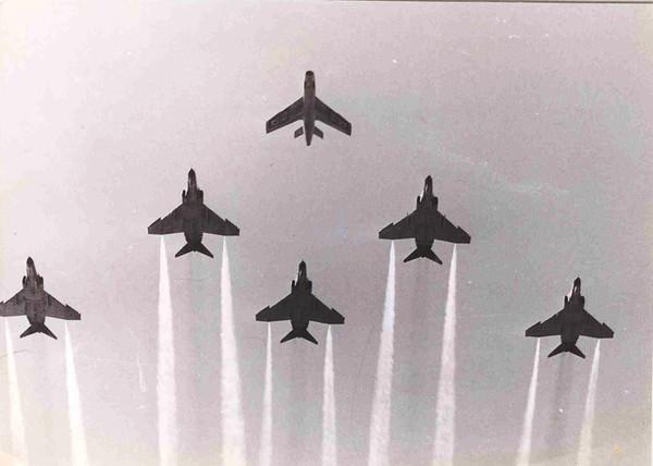 מטס תחילת עידן הקורנס - הקורנסים מחליפים את מטוסי הסער