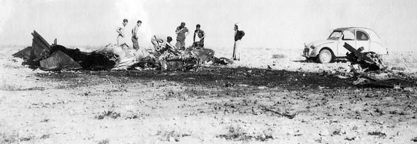 נטישת מטוס אורגן, 9/11/1964 - המראה בשטח.   מתוך האוסף של יוסי יערי.