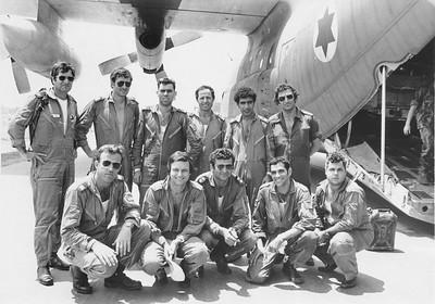 צוות מס' 1 של מבצע אנטבה לאחר נחיתתם חזרה בארץ