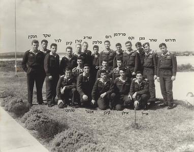 מתקדם עם המדריכים לקראת סיום קורס טיס מרס 1964