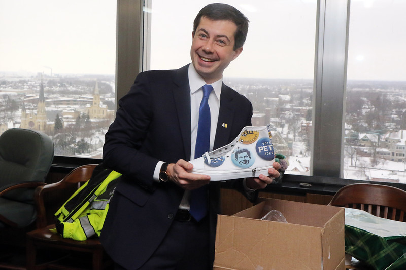 South Bend Indiana  12-31-2019 <br /> Mayor Pete Buttigieg last day as Mayor of South Bend Indiana Key Ceremony