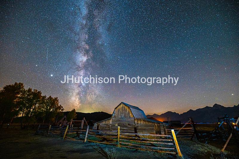 WY0036 - October Moultan Barn Milky Way
