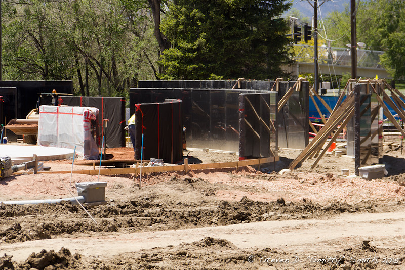 Day 114 - Good shot showing the rings of walls and how they step up as they go out. Per the foreman, the last wall section was placed on Friday, May 29, 2015.