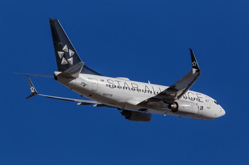 United Boeing 737-724 Next Gen | N13720