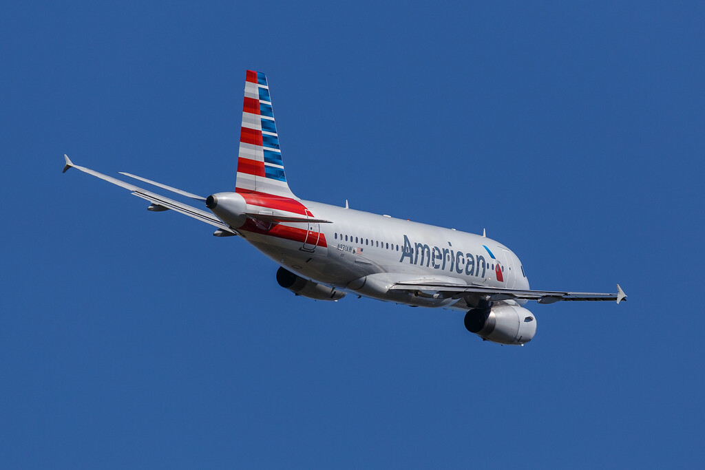 American N831AW