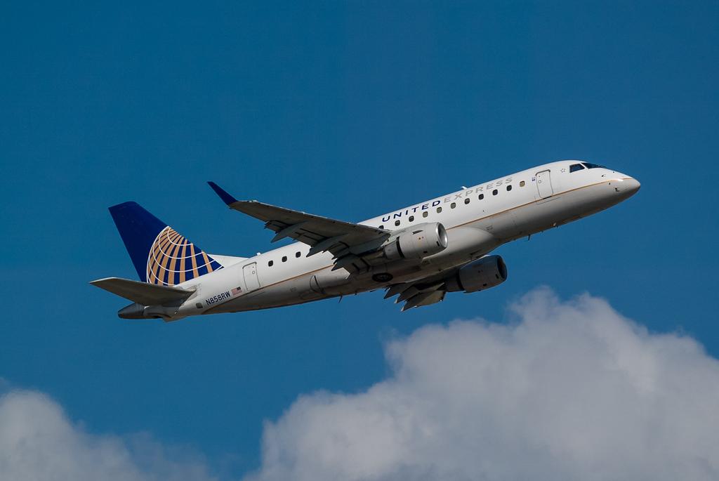 United Express N858RW