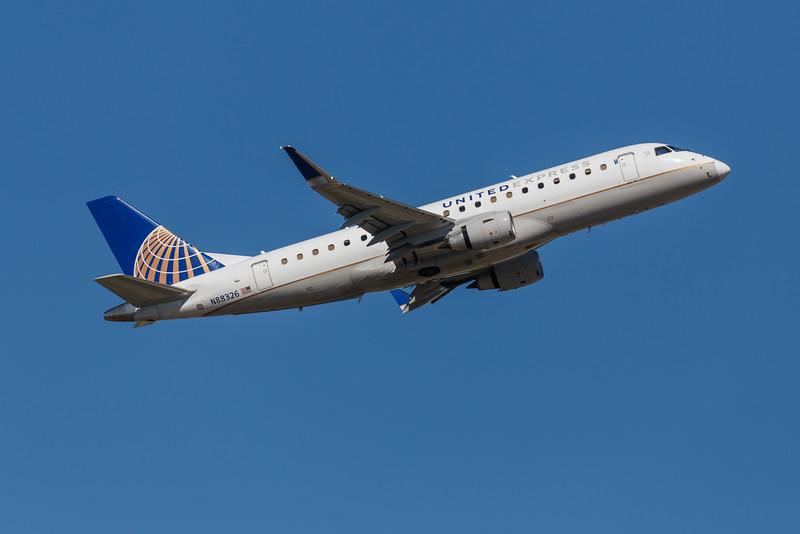United Express N88326