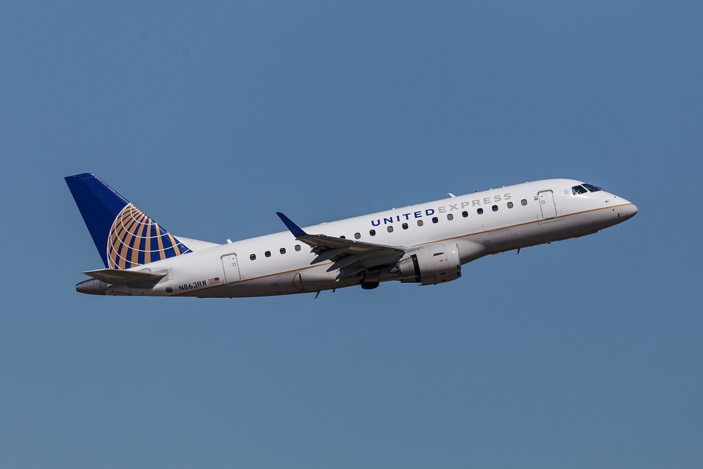 United Express N863RW