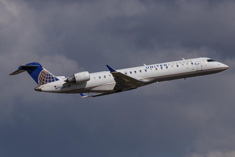 United Express N7935K