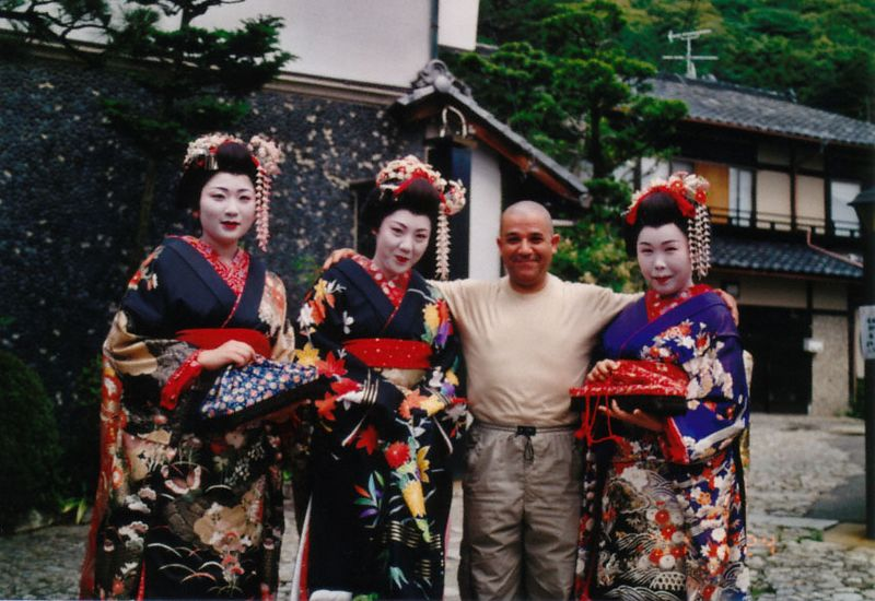 Kyoto  Franck San with Maikos san  <br /> February 2001