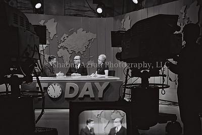 """P.M. LEVY ESHKOL IN THE NBC STUDIO IN NEW YORK    DURING A LIFE TV BROADCAST ON THE TODAY PROGRAM, DURING     VISIT TO U.S.A.  áé÷åø øàù äîîùìä ìåé àùëåì áàøä""""á.  áöéìåí, øàéåï ùðòøê òí øä""""î áàåìôðé NBC      áðéå éåø÷ ìúëðéú äèìåéæéä """"äéåí"""" äàîøé÷àéú."""