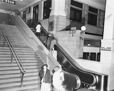 2010.030.PC05.07A--lee hastman collection 8x10 print--ICRR--Co Photo view of entrance to 12th Street Central Station--Chicago IL--no date