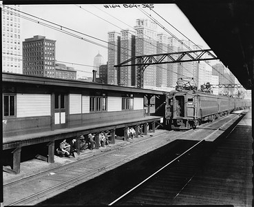 2010.030.PC05.02--lee hastman collection 8x10 print--ICRR--Co Photo view of 12th Street commuter passenger platform--Chicago IL--no date