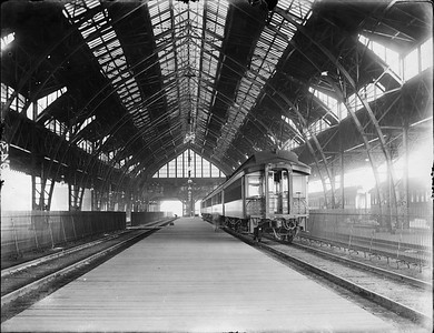 2010.030.PC05.10--lee hastman collection 8x10 print--ICRR--Co Photo view of original trainshed interior at Central Station--Chicago IL--c1900 0000