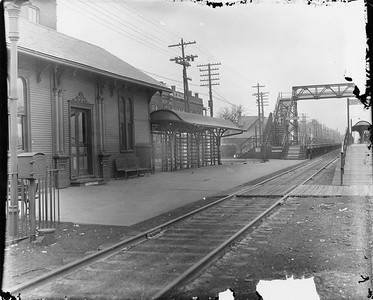 2010.030.PC07.20--lee hastman collection 8x10 print--ICRR--Co Photo view of commuter depot at 43rd Street looking north--Chicago IL--no date