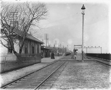 2010.030.PC07.21--lee hastman collection 8x10 print--ICRR--Co Photo view of commuter depot and platform at 43rd Street looking north--Chicago IL--no date