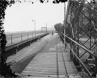 2010.030.PC07.24--lee hastman collection 8x10 print--ICRR--Co Photo view of commuter platform at 43rd Street looking south--Chicago IL--no date