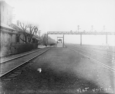 2010.030.PC07.22--lee hastman collection 8x10 print--ICRR--Co Photo view of commuter depot and platform at 43rd Street looking south--Chicago IL--1915 0415