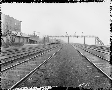 2010.030.PC07.23--lee hastman collection 8x10 print--ICRR--Co Photo view of commuter depot and platform at 43rd Street looking north--Chicago IL--1915 0415