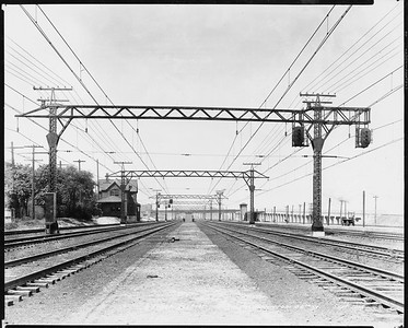 2010.030.PC07.17--lee hastman collection 8x10 print--ICRR--Co Photo view of commuter depot and platform at 43rd Street looking north--Chicago IL--1926 0900