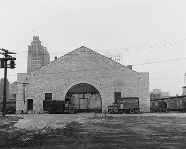2010.030.PC02.08--lee hastman collection 8x10 print--ICRR--Co Photo view of ICRR warehouse at South Water Street looking north--Chicago IL--no date
