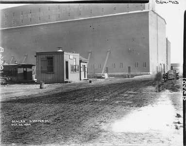 2010.030.PC02.04--lee hastman collection 8x10 print--ICRR--Co Photo view of scalehouse at South Water Street looking east--Chicago IL--1894 1023