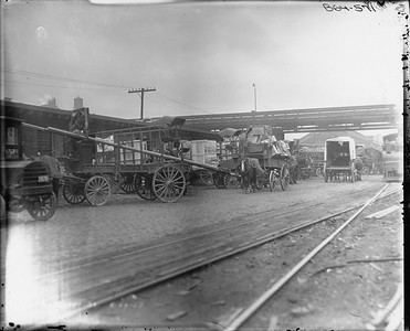 2010.030.PC02.10--lee hastman collection 8x10 print--ICRR--Co Photo view of hourse-drawn wagons at South Water Street--Chicago IL--1917 0000