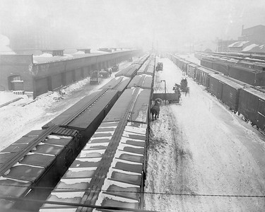 2010.030.PC02.11--lee hastman collection 8x10 print--ICRR--Co Photo view of unloading tracks at South Water Street--Chicago IL--1918 0109