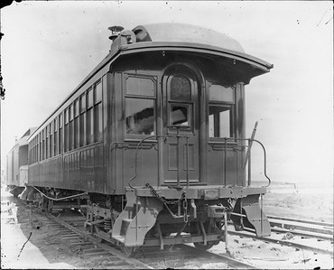 2010.030.PC22.00E--lee hastman collection 8x10 print--ICRR--Co Photo view of old wooden coach 971--Chicago IL--no date