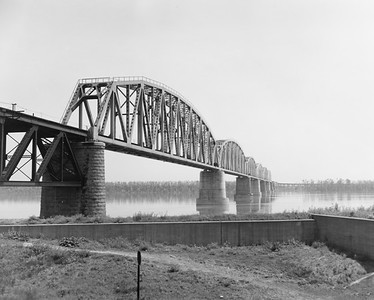 2010.030.PC26.10--lee hastman collection 8x10 print--ICRR--Co Photo view of bridge--location unknown--no date