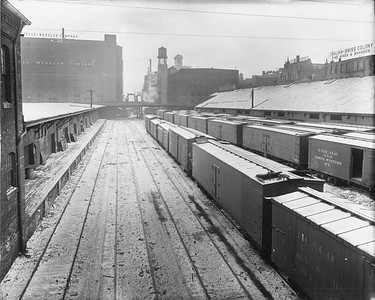 2010.030.PC24.05--lee hastman collection 8x10 print--C&NW--Kinzie and State Street yard scene--Chicago IL--no date