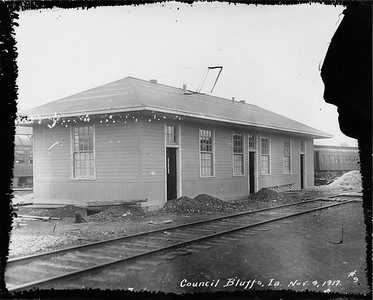 2010.030.PC13.10--lee hastman collection 8x10 print--ICRR--Company Photograph view of yard office--Council Bluffs IA--1917 1109