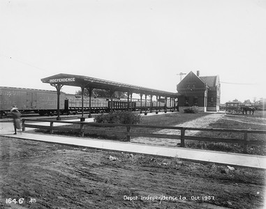 2010.030.PC13.24--lee hastman collection 8x10 print--ICRR--Company Photograph view of depot--Independence IA--1907 1000