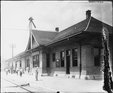 2010.030.PC13.23--lee hastman collection 8x10 print--ICRR--Company Photograph view of depot--Independence IA--no date