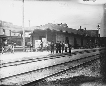 2010.030.PC13.22--lee hastman collection 8x10 print--ICRR--Company Photograph view of depot--Independence IA--no date