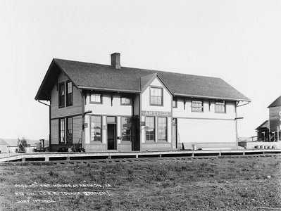 2010.030.PC13.01--lee hastman collection 8x10 print--ICRR--Company Photograph view of depot--Anthon IA--1894 0601