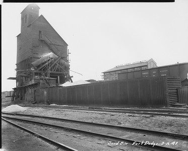 2010.030.PC13.19--lee hastman collection 8x10 print--ICRR--Company Photograph view of sand bin--Fort Dodge IA--1943 0316