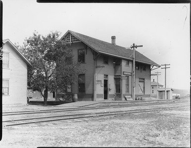2010.030.PC13.21--lee hastman collection 8x10 print--ICRR--Company Photograph view of depot--Hinton IA--1894 0529