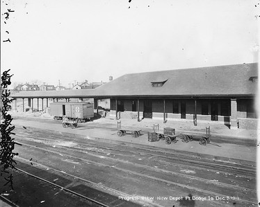 2010.030.PC13.14--lee hastman collection 8x10 print--ICRR--Company Photograph view of depot under construction--Fort Dodge IA--1911 1203