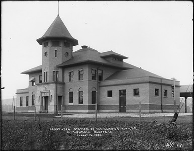 2010.030.PC13.07--lee hastman collection 8x10 print--ICRR--Company Photograph view of depot--Council Bluffs IA--1900 0816