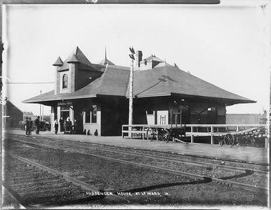 2010.030.PC13.25--lee hastman collection 8x10 print--ICRR--Company Photograph view of Union depot with CMStP&P--LeMars IA--no date